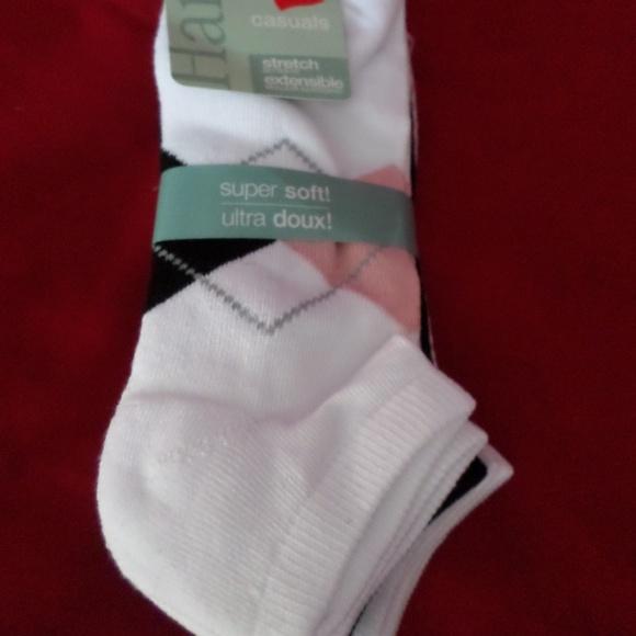 d202845fc 3 Pairs of Hanes Women Super Soft Low Cut Socks